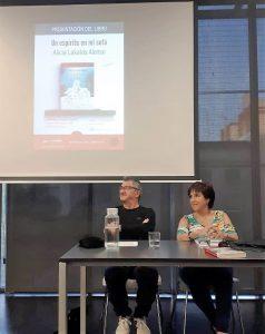 """Presentación de """"Un espíritu en mi sofá"""" con el escritor José Luis Posa (Biblioteca Sagrada Familia, 2019)"""